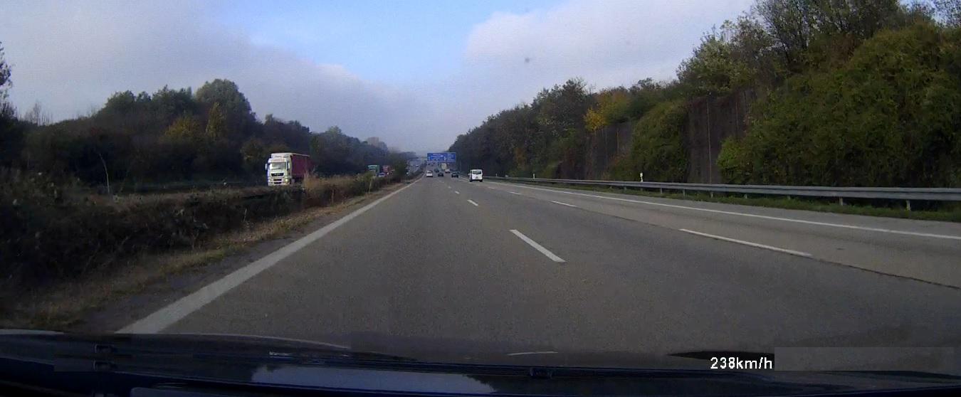 Rollei Dashcam 110 auf Autobahn